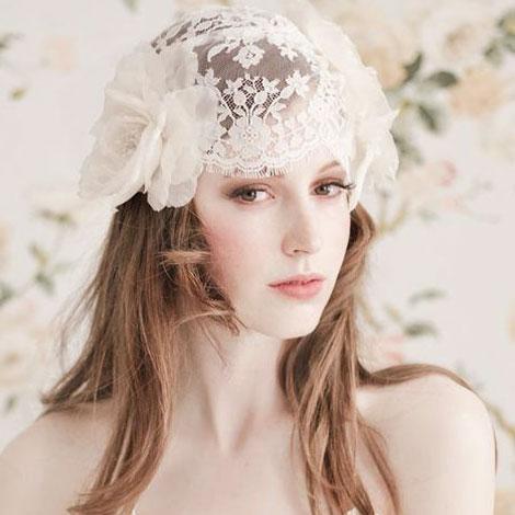 L'Atelier-Blanc-Dauphine-Lace-Cap