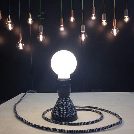 _Metal-and-wood-nud_lamp